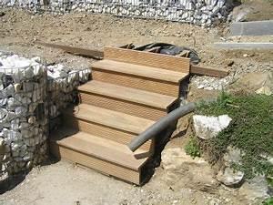Holztreppe Außen Selber Bauen : holzterrasse mit steinkoerbe garten bauen terrasse ~ Buech-reservation.com Haus und Dekorationen