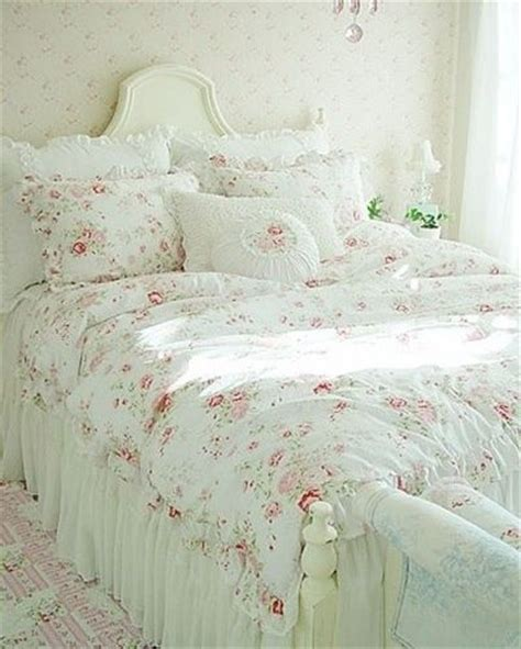 shabby chic bedding on a budget best 25 shabby chic rug ideas on pinterest shabby chic patio shabby chic chandelier and