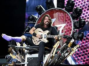 Dave Grohl Invites Orthopedic Surgeon Onstage at Foo ...