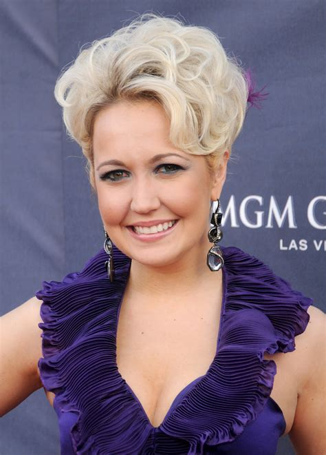 meghan linsey meghan linsey of steel magnolia will head out on reba s tour as originally planned country