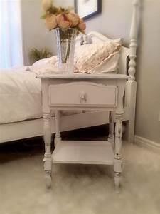 Table De Chevet Romantique : table de chevet vintage romantique end table guest room vintage nightstand shabby bedroom ~ Melissatoandfro.com Idées de Décoration