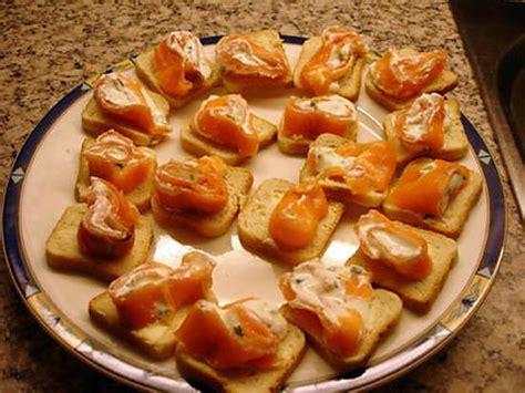 recette canapé saumon recette de petits canapés roulé saumon et st morret