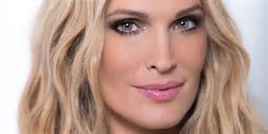 what molly sims eats in a day what models really eat delish