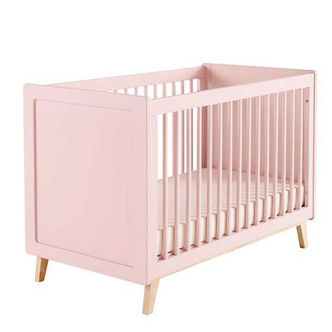 chambre bébé grise lit bébé à barreaux en bois l 126 cm maisons