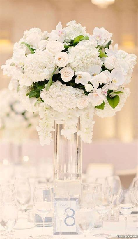 ideas  white wedding flowers