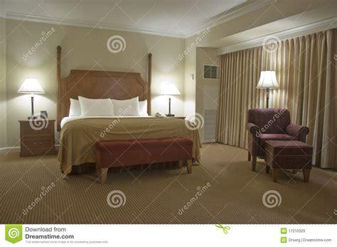 ladaire chambre chambre à coucher avec le rideau images libres de droits