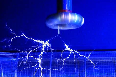 fyzikalni pokus ukazuje na jakem principu funguje