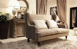 Sofa Kleines Zimmer : kleines sofa f r klassische zimmer verf gbar mit r schen ~ Michelbontemps.com Haus und Dekorationen