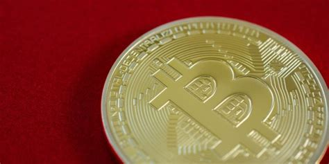 money to bitcoin bitcoin value falls after alternative currency goes live