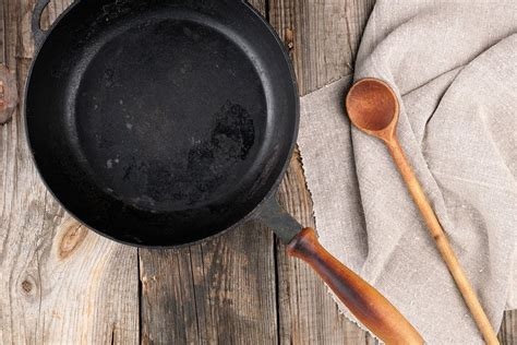 identify cast iron cookware marks leaftv