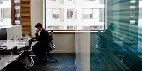 photos de bureau au travail les français n 39 aiment pas partager leur bureau