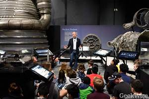 Video: Watch Jeff Bezos talk with kids about Apollo and ...