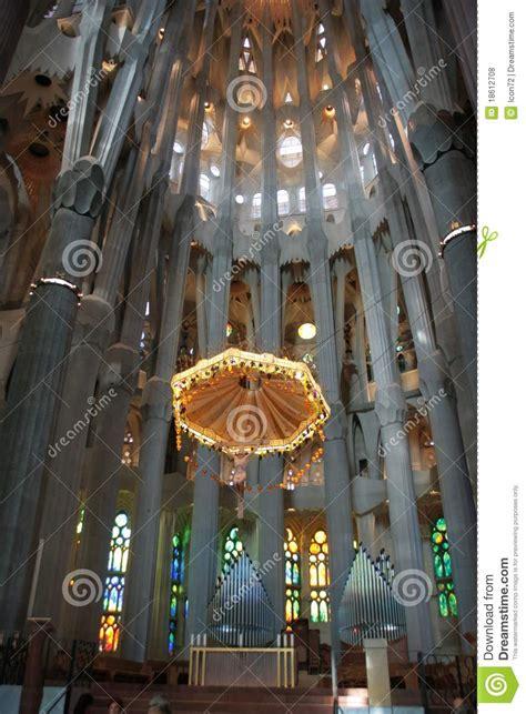 www la familia interieur nl binnen sagrada familia verbazende kathedraal door gaudi