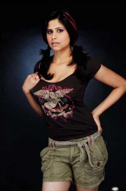 Topless Bollywood Sai Tamhankar Goes Bold