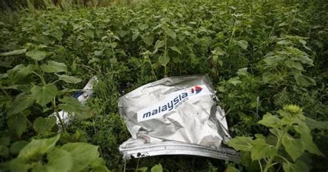 tragedi malaysia airlines  foto puing malaysia