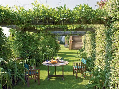 18 Garden Trellises And Pergolas Perfect For Summer