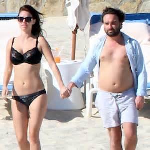 johnny galecki swimsuit johnny galecki and girlfriend kelli garner vacation in los