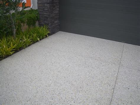 like this look for the driveway exposed aggregate cement
