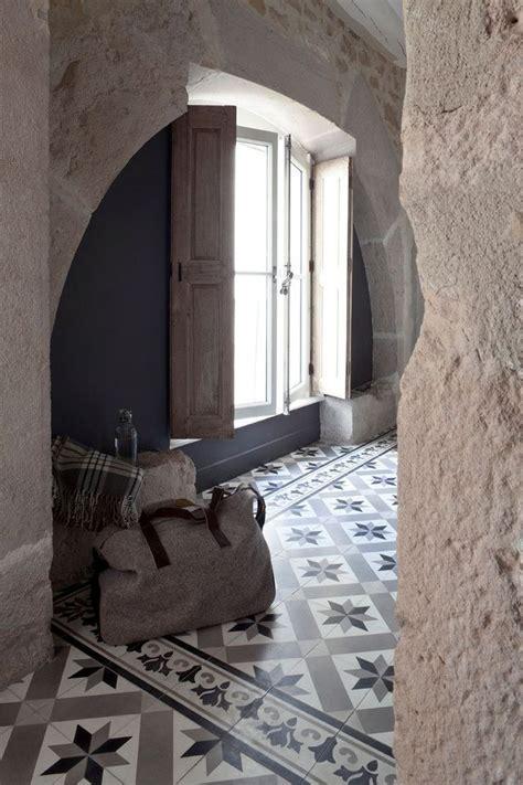 chignon mur exterieur maison les 25 meilleures id 233 es concernant carreaux ciment sur parquet carreaux ciment
