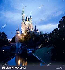 Cinderella Castle at night, Magic Kingdom, Walt Disney ...