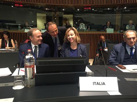 Consiglio Dei Ministri Europei by Ministra Grillo Al Consiglio Dei Ministri Della Salute