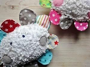 Spieldecke Mit Bogen : happy baby wolkenrassel aus stoffresten mit tutorial babysachen n hen n hen baby baby ~ Frokenaadalensverden.com Haus und Dekorationen
