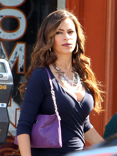 sofia vergara on the modern family set hawtcelebs hawtcelebs