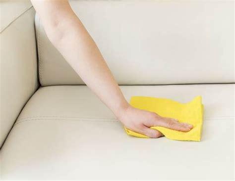 comment nettoyer un canape en cuir nettoyer un canapé en cuir tout pratique