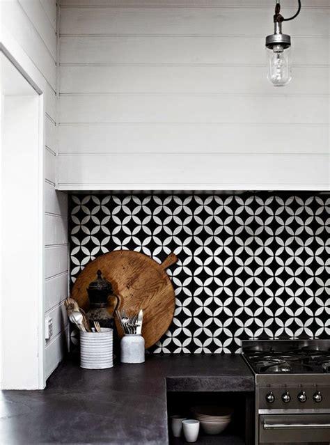 cuisine en noir et blanc vous cherchez des idées pour un carrelage noir et blanc
