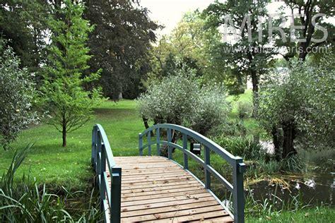 petit pont pour traverser le cours deau  mires paris