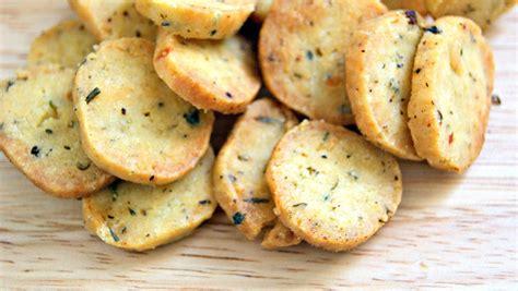 Crackers pikantë dhe djathë | Receta Gatimi