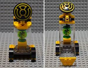 Bricks, Pix, and Panels: Lego Review: 76025 Green Lantern ...