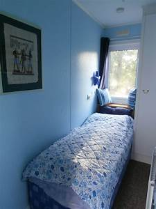 Small single bedroom design ideas bedroom view single beds for Small single bedroom design ideas