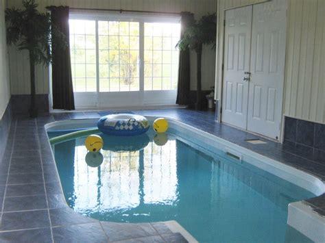 chalet a louer avec piscine louer une maison avec piscine interieure maison moderne