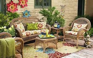 Wicker in colors garden decor inspirations by pier1 for Outdoor garden decor