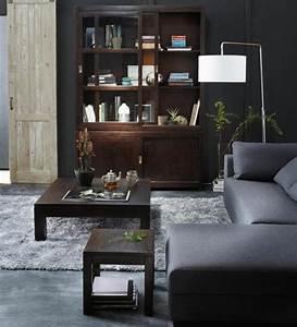 Tapis gris salon qui rend l39atmosphere elegante et moderne for Tapis shaggy avec canapé cuir gris clair