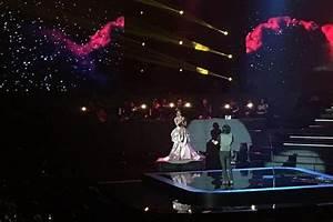 Ari Lasso Bernyanyi 'Sepenuh Hati' Dalam Konser Tunggal