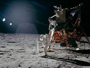 APOLLO 11 HOAX PHOTOS: 8 Moon-Landing Myths -- Busted