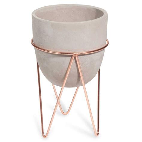 Cache Pot Sur Pied Cache Pot Sur Pied En Ciment Et Fer Forg 233 Copper Maisons Du Monde