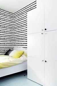 Papier Peint Rayé Noir Et Blanc : une chambre d 39 enfant en noir et blanc ~ Dailycaller-alerts.com Idées de Décoration