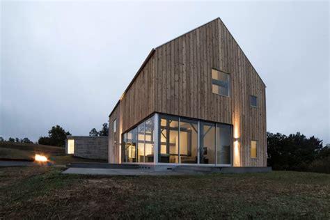 Tiny Häuser Verbinden by 10 Sodobnih Hiš Katerih Inspiracija Je Skedenj Ali Hlev