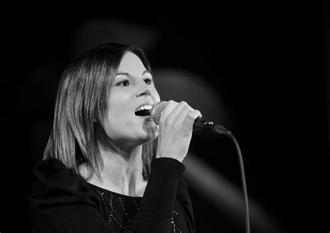 Mūžībā aizgājusi talantīgā dziedātāja Aija Eriņa | LA.LV