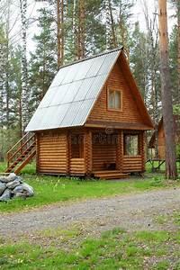Maison En Bois Tout Compris : petite maison en bois dans un bois image stock image du ~ Melissatoandfro.com Idées de Décoration