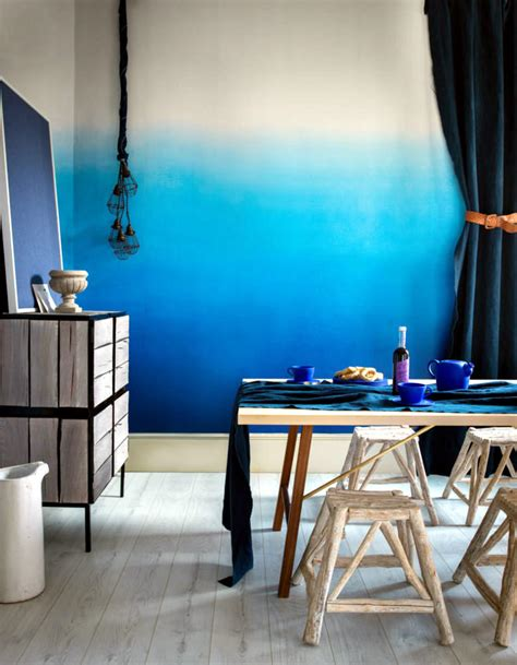 design wall  blue gradient interior design ideas
