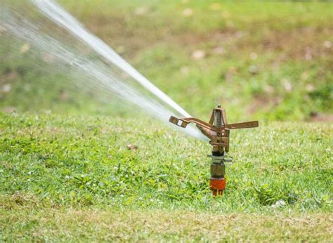 types of lawn sprinkler systems 5 best lawn sprinklers for large lawns small lawns 2018 reviews