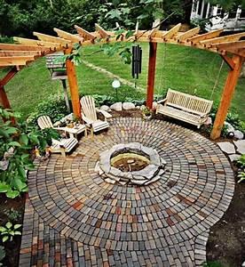 sitzplatz mit feuerstelle im garten 50 tipps und ideen With feuerstelle garten mit pflanzen überwintern balkon