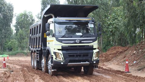 volvo launches  truck range  india motown india