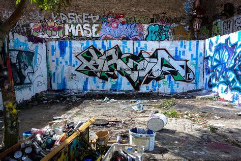 hinterhof graffiti  der schoenhauerallee berlin