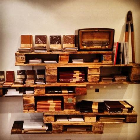 cuisine blanche parquet meubles en palettes le bois recyclable pour votre confort