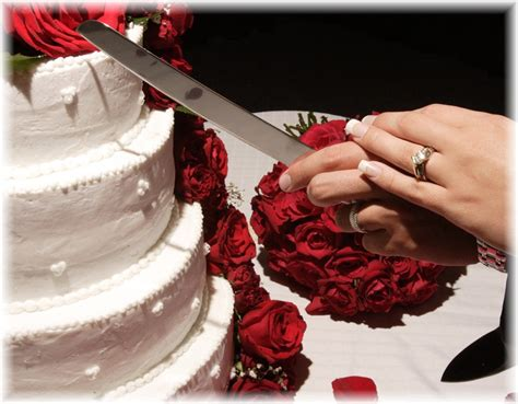 how to cut a wedding cake the most important wedding things topweddingsites